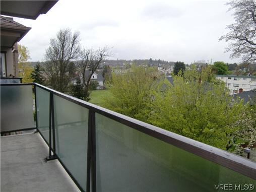 Photo 3: Photos: 406 2527 Quadra Street in VICTORIA: Vi Hillside Residential for sale (Victoria)  : MLS®# 292016