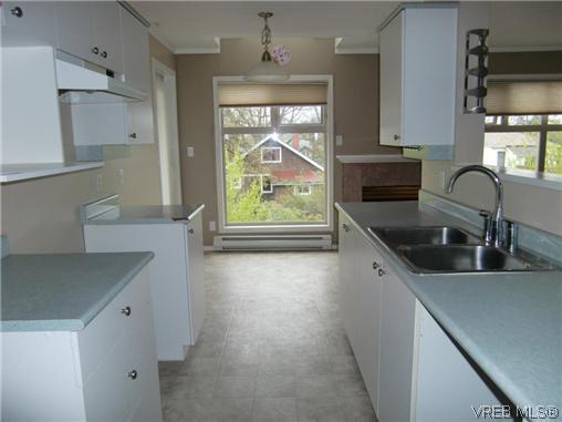Photo 4: Photos: 406 2527 Quadra Street in VICTORIA: Vi Hillside Residential for sale (Victoria)  : MLS®# 292016