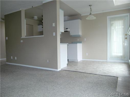 Photo 10: Photos: 406 2527 Quadra Street in VICTORIA: Vi Hillside Residential for sale (Victoria)  : MLS®# 292016