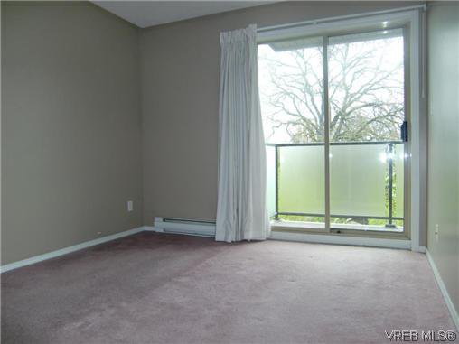 Photo 6: Photos: 406 2527 Quadra Street in VICTORIA: Vi Hillside Residential for sale (Victoria)  : MLS®# 292016