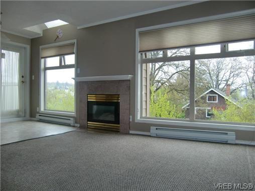 Photo 2: Photos: 406 2527 Quadra Street in VICTORIA: Vi Hillside Residential for sale (Victoria)  : MLS®# 292016