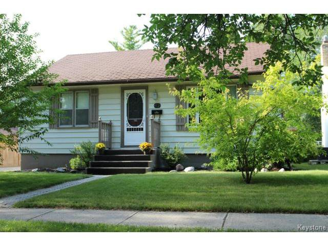 Main Photo: 43 Kingswood Avenue in WINNIPEG: St Vital Residential for sale (South East Winnipeg)  : MLS®# 1420561