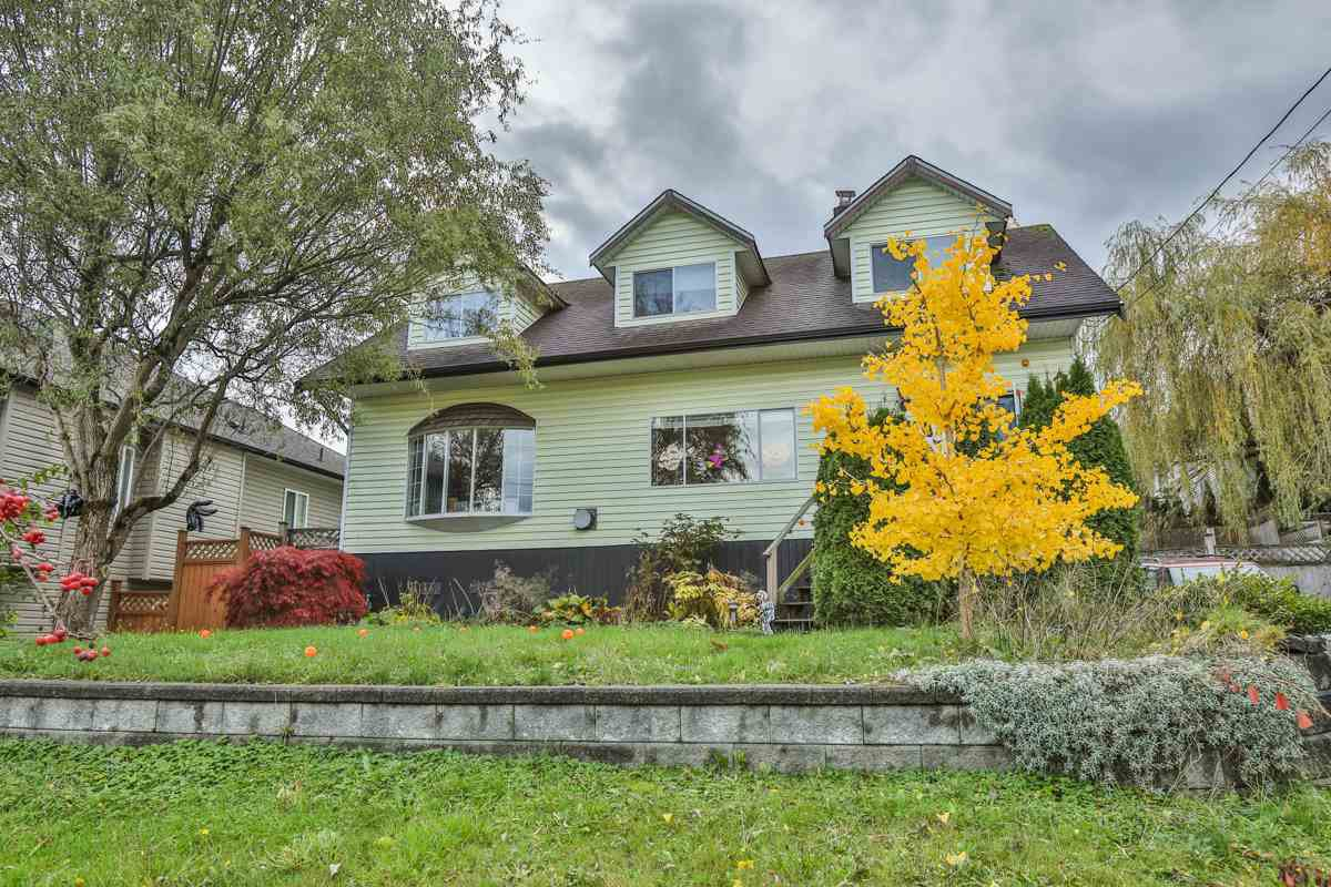 Main Photo: 33720 Dewdney Trunk Rd in Mission: Mission BC House for sale : MLS®# R2119376
