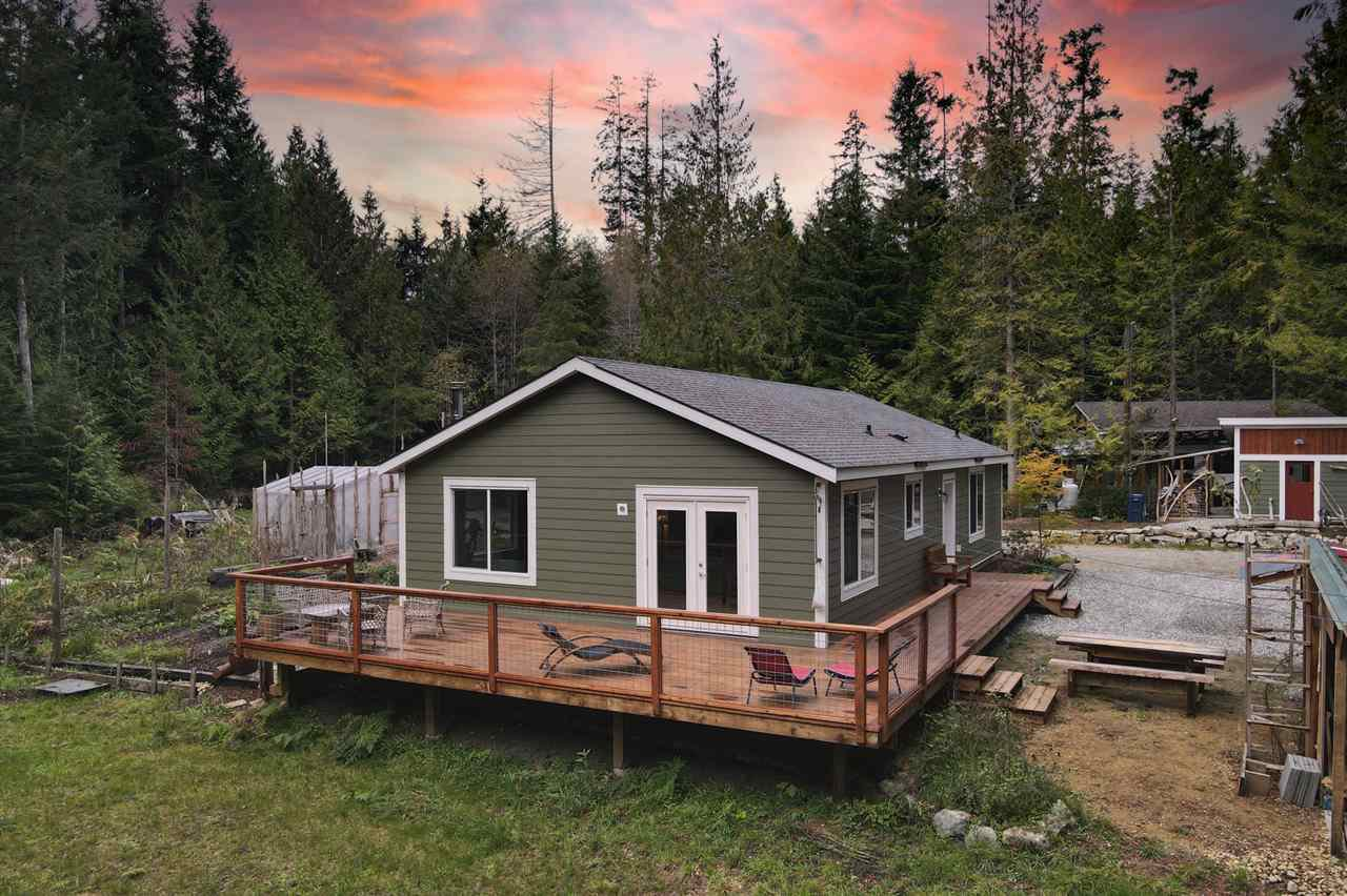 Main Photo: 1751 BLOWER Road in Sechelt: Sechelt District Manufactured Home for sale (Sunshine Coast)  : MLS®# R2512519