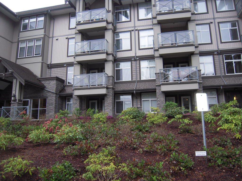 Main Photo: 301 33318 E Bourquin Crescent in Abbotsford: Condo for sale : MLS®# F1408502