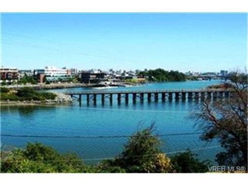 Main Photo:  in VICTORIA: Vi Burnside Condo for sale (Victoria)  : MLS®# 402945
