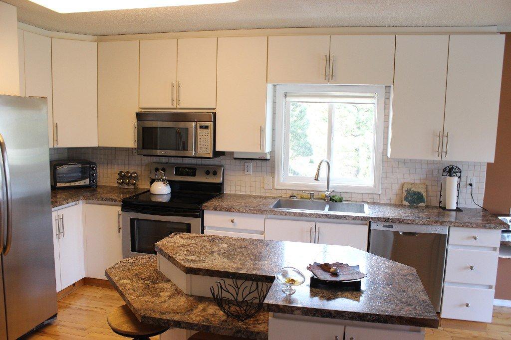 Photo 9: Photos: 776 Gleneagles Drive in Kamloops: Sahali House for sale : MLS®# 130424