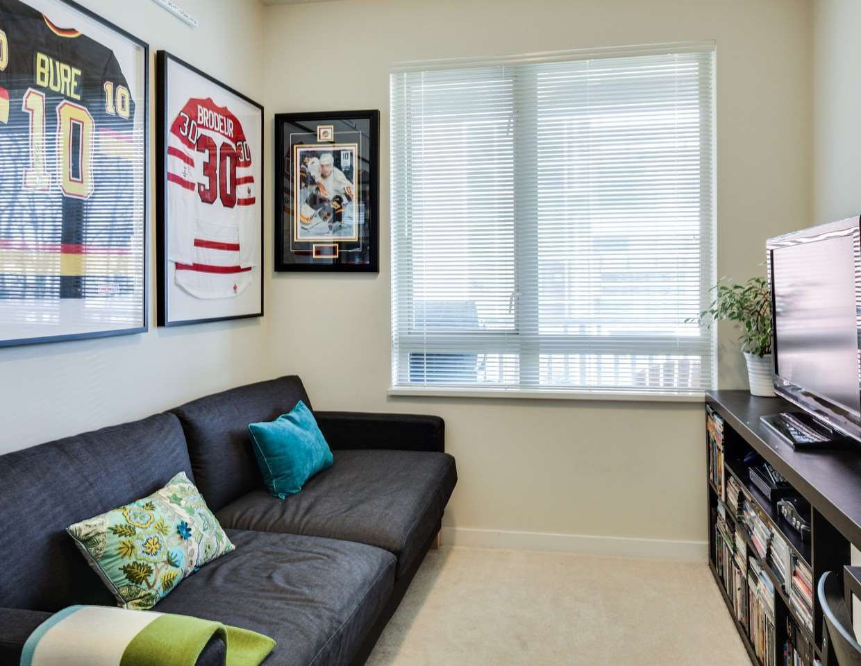 Photo 11: Photos: 319 119 W 22ND STREET in North Vancouver: Central Lonsdale Condo for sale : MLS®# R2047201