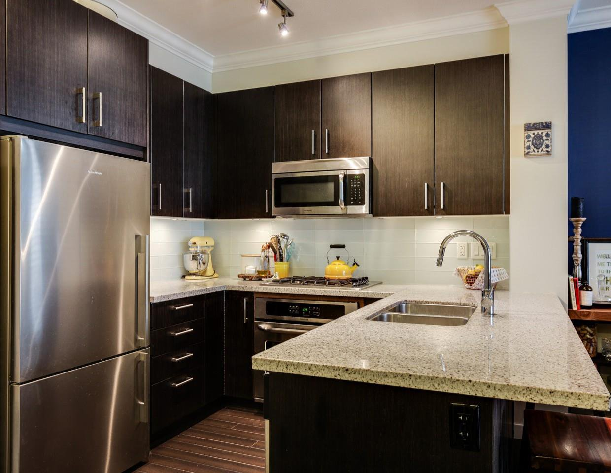 Photo 2: Photos: 319 119 W 22ND STREET in North Vancouver: Central Lonsdale Condo for sale : MLS®# R2047201