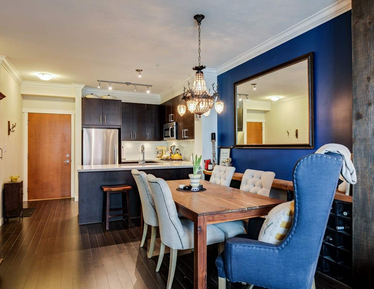 Photo 4: Photos: 319 119 W 22ND STREET in North Vancouver: Central Lonsdale Condo for sale : MLS®# R2047201