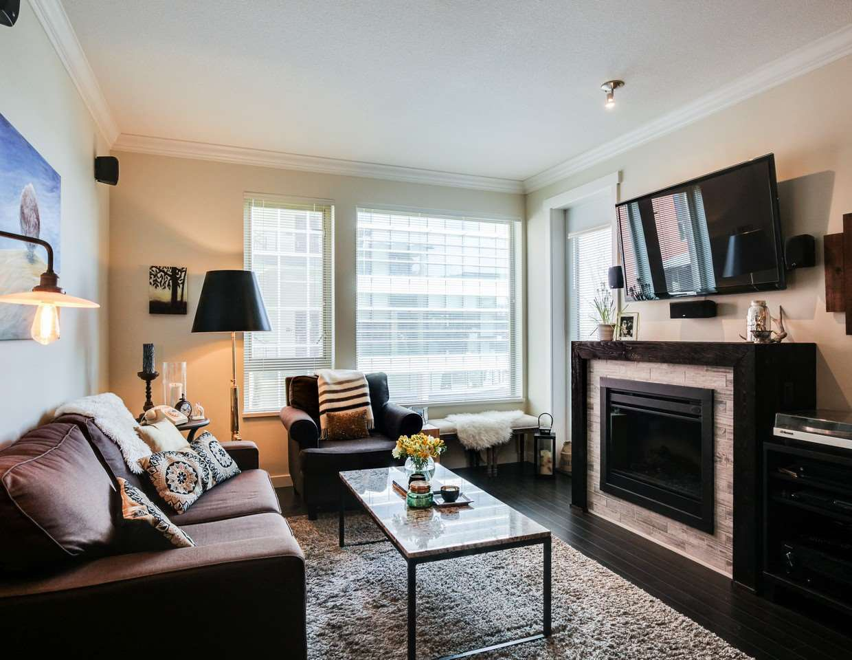 Photo 7: Photos: 319 119 W 22ND STREET in North Vancouver: Central Lonsdale Condo for sale : MLS®# R2047201