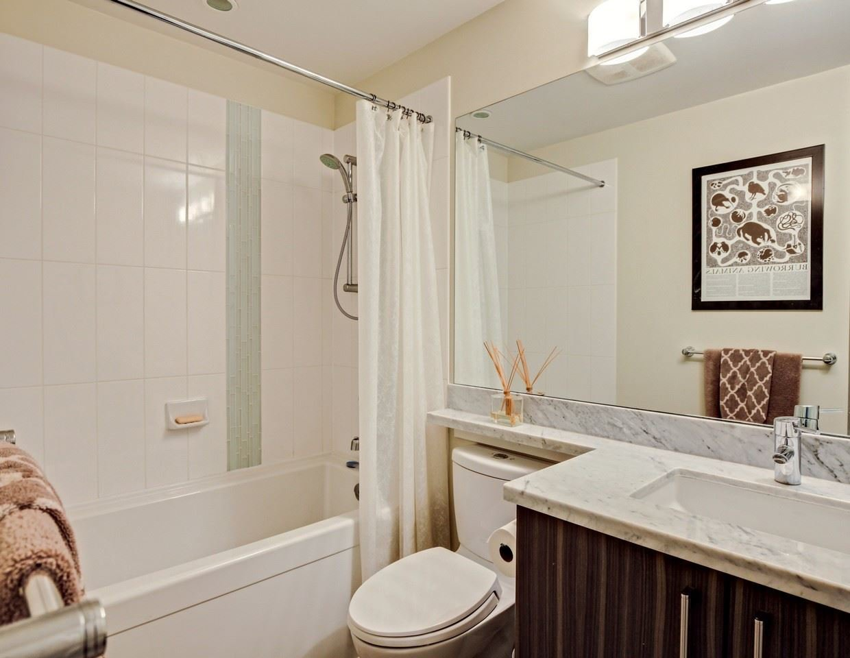 Photo 10: Photos: 319 119 W 22ND STREET in North Vancouver: Central Lonsdale Condo for sale : MLS®# R2047201