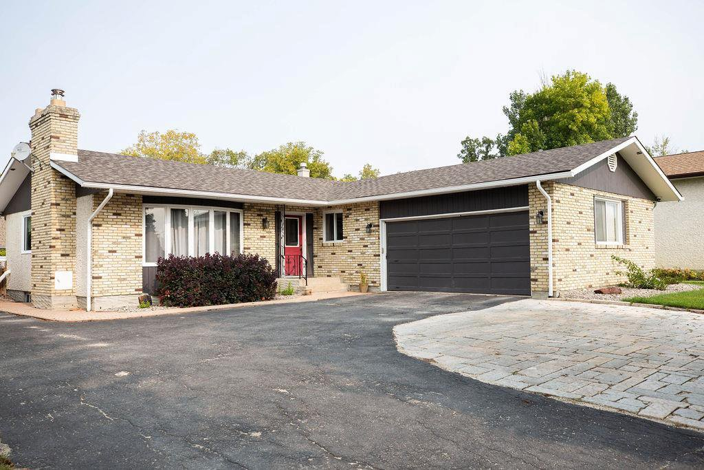 Main Photo: 108 ORKNEY Drive in Winnipeg: East St Paul Residential for sale (3P)  : MLS®# 202023575