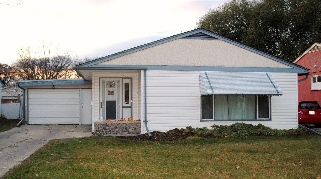 Main Photo: 256 Olive Street in Winnipeg: Residential for sale : MLS®# 1323838