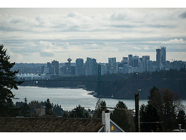 Main Photo: 1901 QUEENS AV in West Vancouver: Queens House for sale : MLS®# V1106681