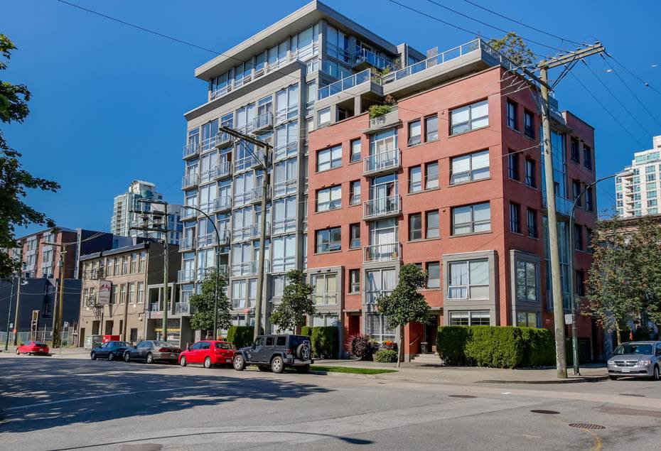 Main Photo: 208 919 STATION STREET in Vancouver: Mount Pleasant VE Condo for sale (Vancouver East)  : MLS®# R2087057