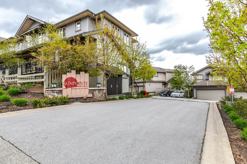 Main Photo: #13 20368 68 Avenue in Langley: Willoughby Townhouse for sale : MLS®# R2160088