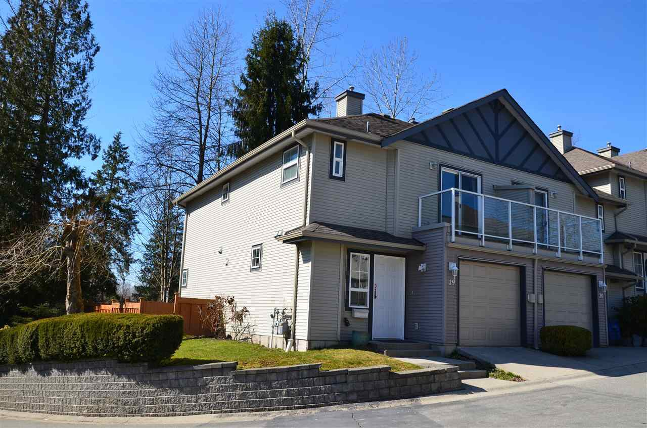 Main Photo: 19 11229 232 STREET in Maple Ridge: East Central Townhouse for sale : MLS®# R2340437
