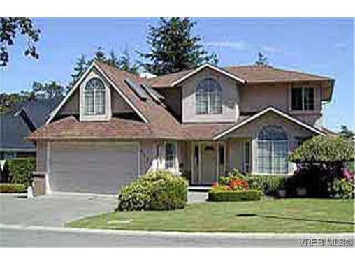 Main Photo: 4113 Delmar Ave in VICTORIA: SW Strawberry Vale Single Family Detached for sale (Saanich West)  : MLS®# 243414