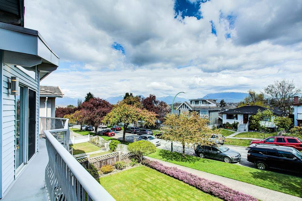 Photo 2: Photos: 3438 WORTHINGTON Drive in Vancouver: Renfrew Heights House for sale (Vancouver East)  : MLS®# R2463499