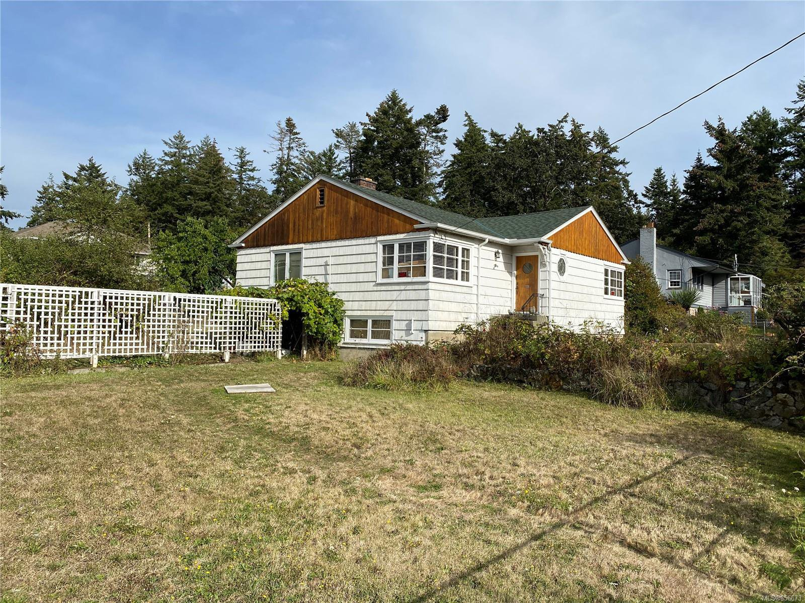 Main Photo: 710 Violet Ave in : SW Marigold House for sale (Saanich West)  : MLS®# 856673