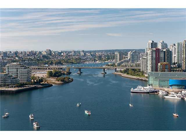 "Main Photo: 2201 1088 QUEBEC Street in Vancouver: Mount Pleasant VE Condo for sale in ""VICEROY"" (Vancouver East)  : MLS®# V974339"