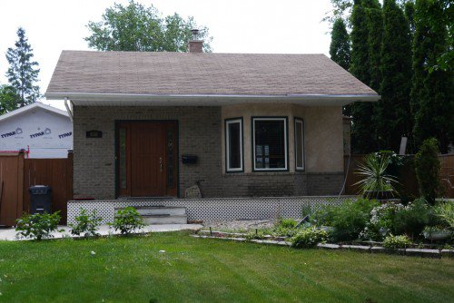 Main Photo: 936 Lemay Avenue in Winnipeg: Fort Garry / Whyte Ridge / St Norbert Residential for sale (South Winnipeg)  : MLS®# 1323914