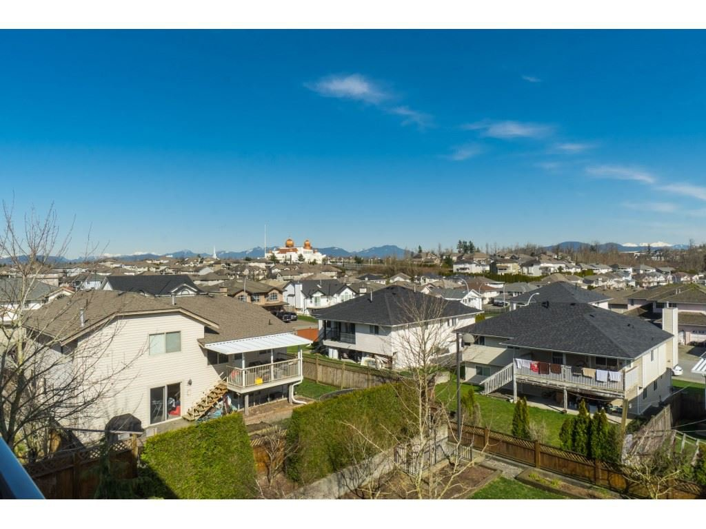 "Photo 19: Photos: 407 30525 CARDINAL Avenue in Abbotsford: Abbotsford West Condo for sale in ""Tamarind"" : MLS®# R2446195"