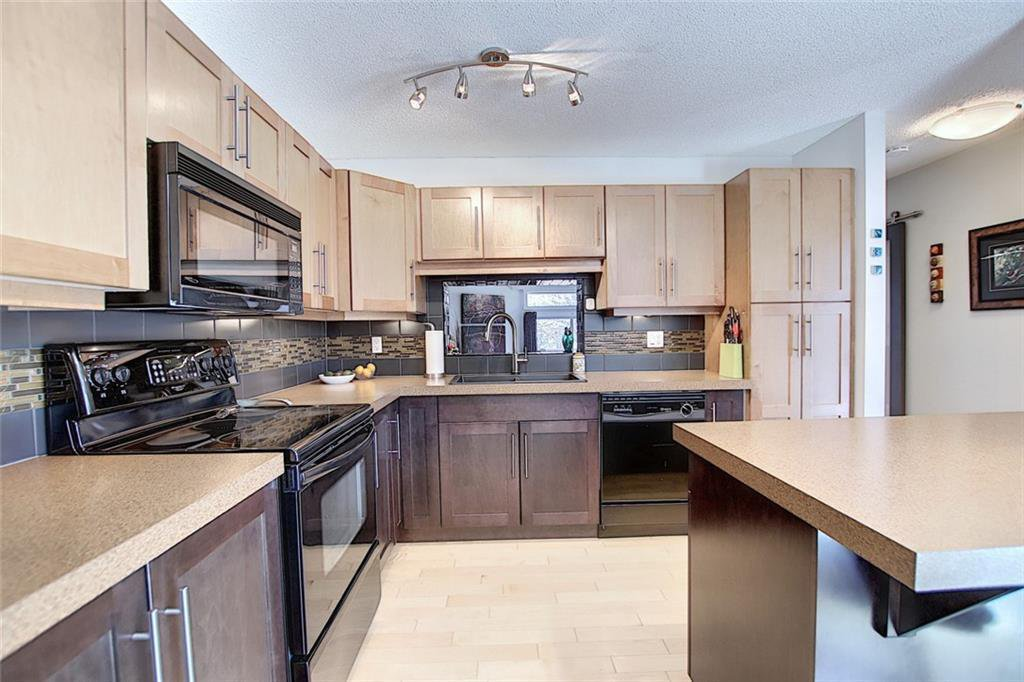 Main Photo: 901 3240 66 Avenue SW in Calgary: Lakeview Row/Townhouse for sale : MLS®# C4295935
