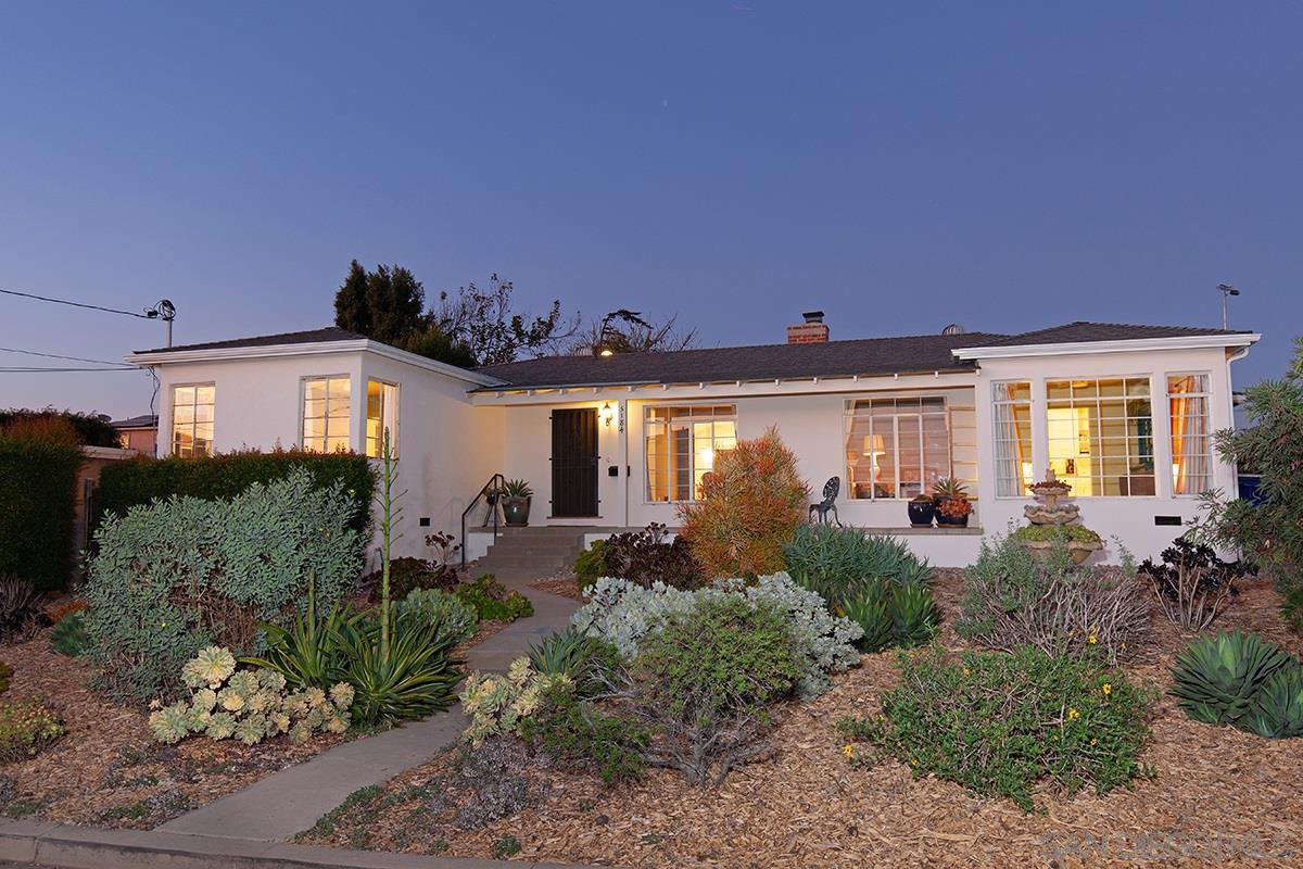 Main Photo: BAY PARK House for sale : 3 bedrooms : 5184 Brownell St in San Diego