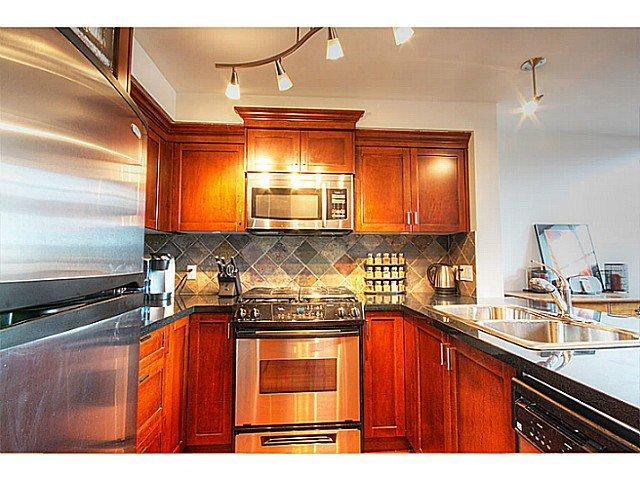 Photo 5: Photos: # 305 7 RIALTO CT in New Westminster: Quay Condo for sale : MLS®# V1030137