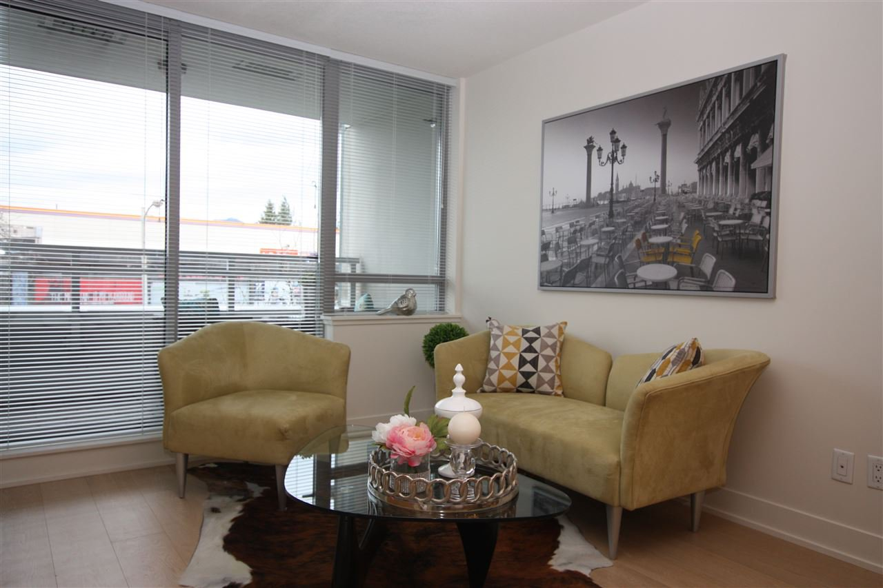 Main Photo: 225 2008 PINE STREET in Vancouver: False Creek Condo for sale (Vancouver West)  : MLS®# R2041603