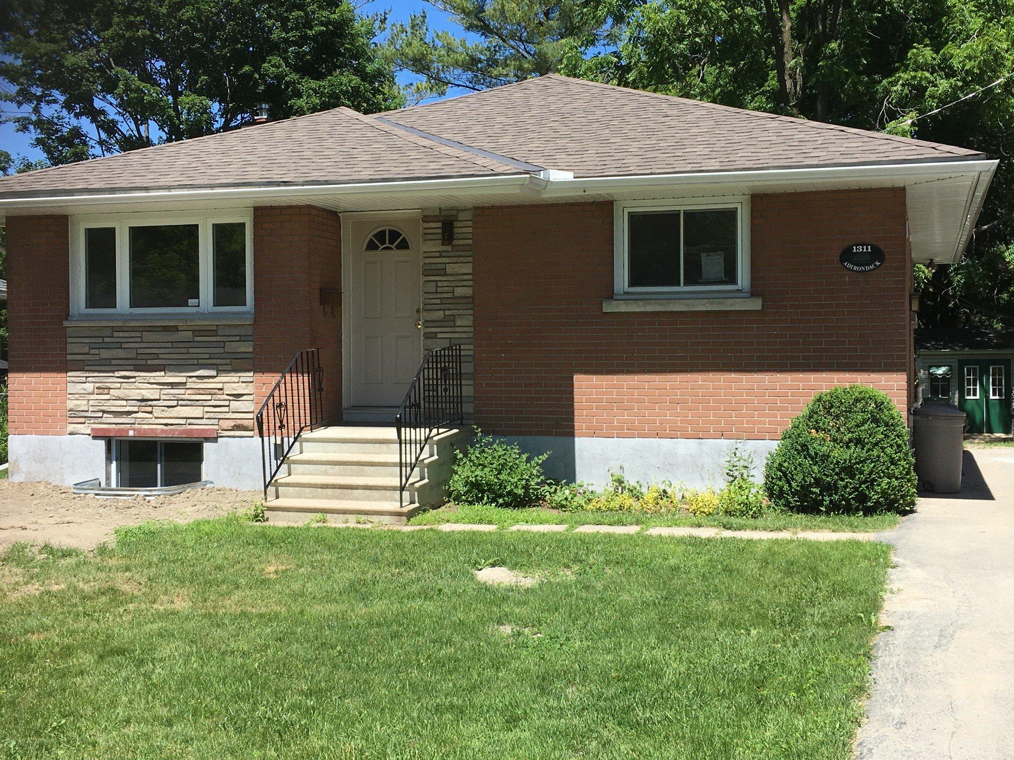 Main Photo: 1311-A Adirondack in Ottawa: Kenson Park House for lease (Algonquin)
