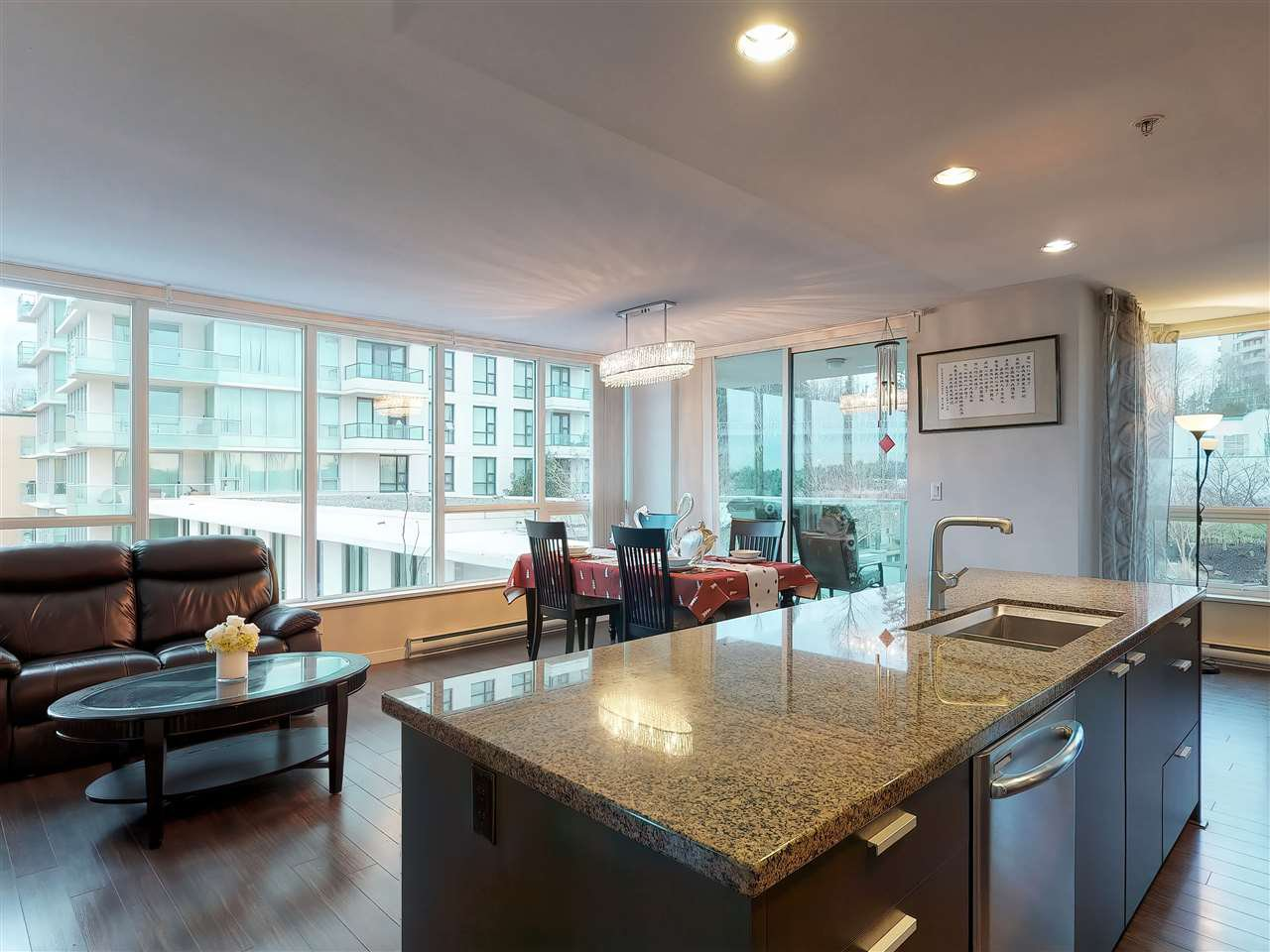 Photo 4: Photos: 405 2232 DOUGLAS ROAD in Burnaby: Brentwood Park Condo for sale (Burnaby North)  : MLS®# R2347040