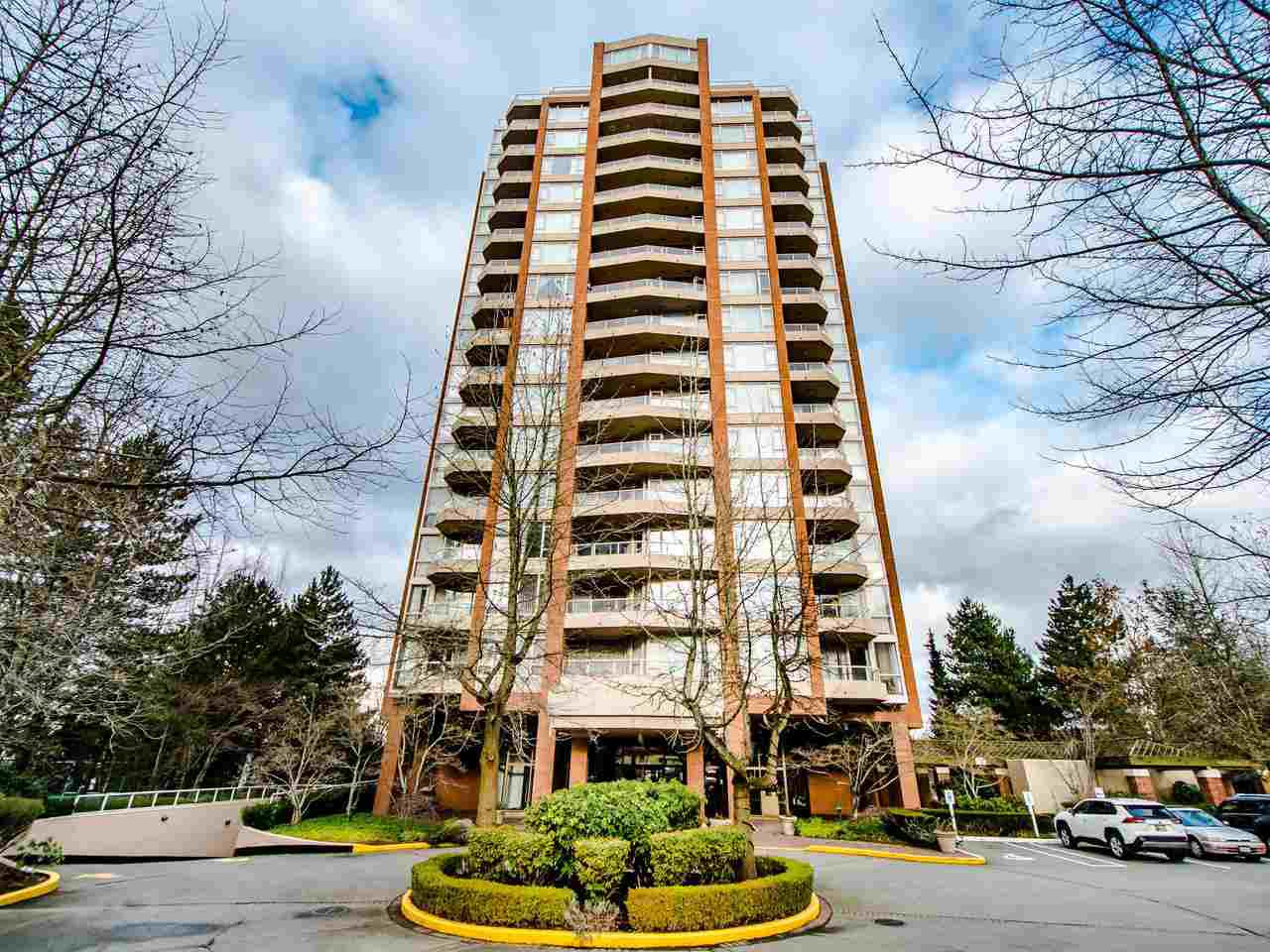 Main Photo: 404 4657 HAZEL Street in Burnaby: Forest Glen BS Condo for sale (Burnaby South)  : MLS®# R2432175