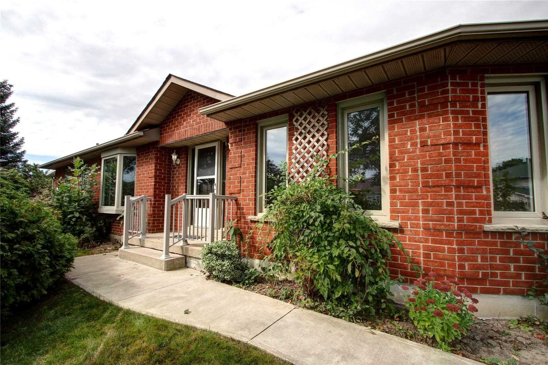 Main Photo: 2 Wyndfield Cres in Whitby: Freehold for sale : MLS®# E4591604