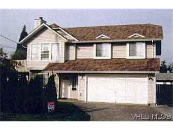 Main Photo: 712 Mann Ave in VICTORIA: SW Royal Oak House for sale (Saanich West)  : MLS®# 171684