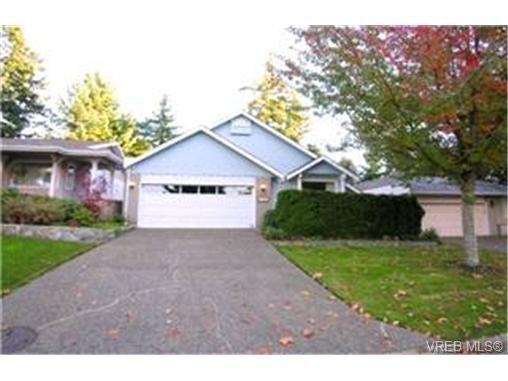 Main Photo: 1003 Scottswood Lane in VICTORIA: SE Broadmead House for sale (Saanich East)  : MLS®# 380873