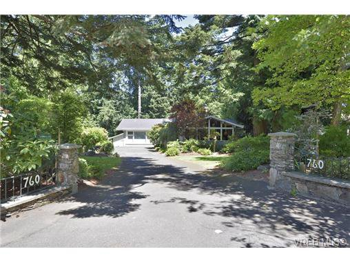 Main Photo: 760 Piedmont Dr in VICTORIA: SE Cordova Bay House for sale (Saanich East)  : MLS®# 676394