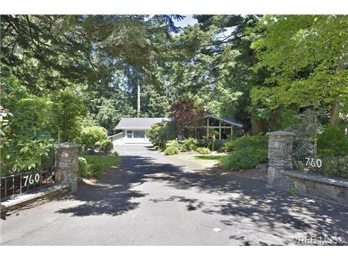 Main Photo: 760 Piedmont Drive in VICTORIA: SE Cordova Bay Single Family Detached for sale (Saanich East)  : MLS®# 339692