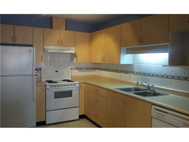 Main Photo: 305 9668 148th Street in Surrey: Altamont Condo for sale : MLS®# F1436711