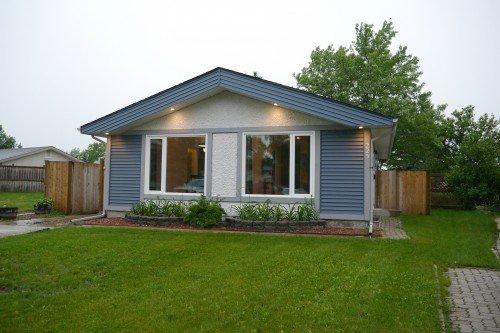 Main Photo: 225 Laurent Drive in Winnipeg: St Norbert Single Family Detached for sale (South Winnipeg)  : MLS®# 1615675