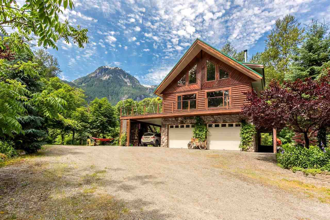 Main Photo: 1120 DOGHAVEN LANE in Squamish: Upper Squamish House for sale : MLS®# R2077411