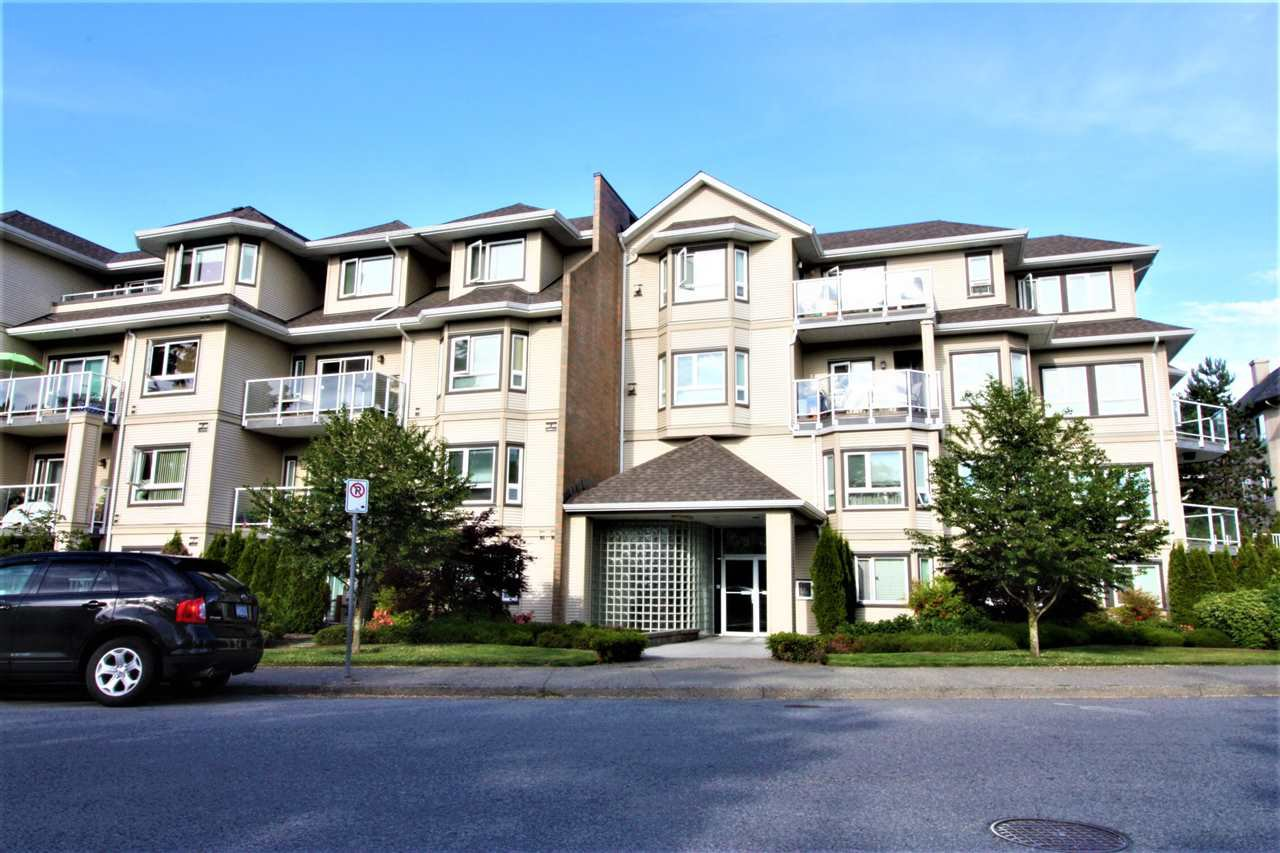 Main Photo: 109 8142 120A Street in Surrey: Queen Mary Park Surrey Condo for sale : MLS®# R2402460