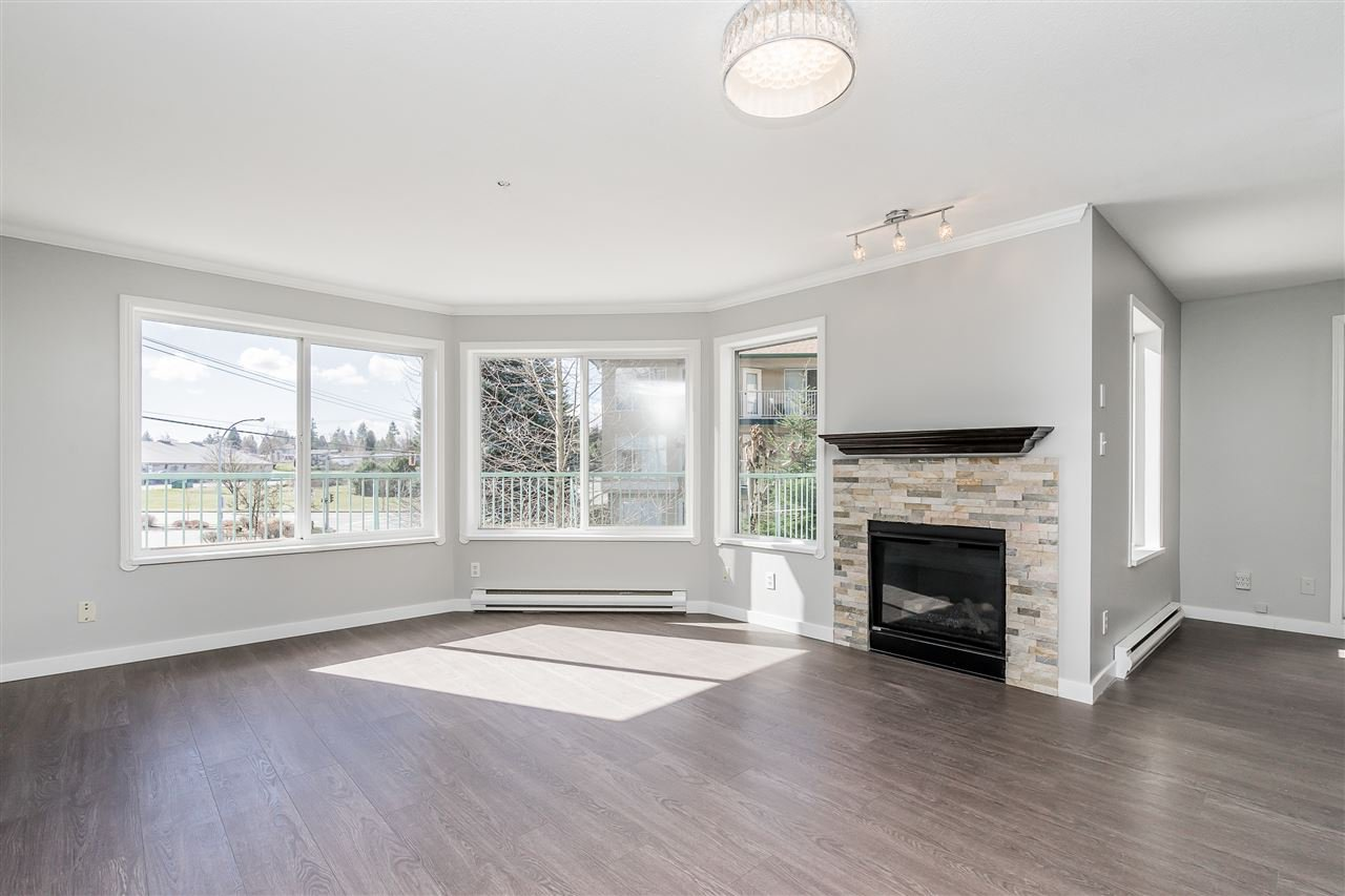 """Photo 2: Photos: 120 2451 GLADWIN Road in Abbotsford: Abbotsford West Condo for sale in """"Centennial Court"""" : MLS®# R2441924"""