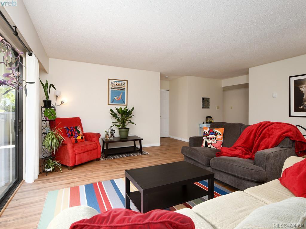Main Photo: 205 1615 Belcher Ave in VICTORIA: Vi Jubilee Condo Apartment for sale (Victoria)  : MLS®# 838157