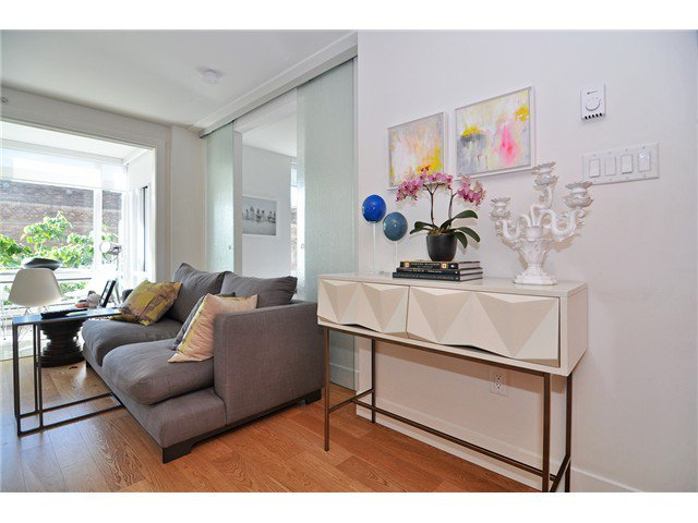 Photo 3: Photos: # 606 565 SMITHE ST in Vancouver: Downtown VW Condo for sale (Vancouver West)  : MLS®# V1086466