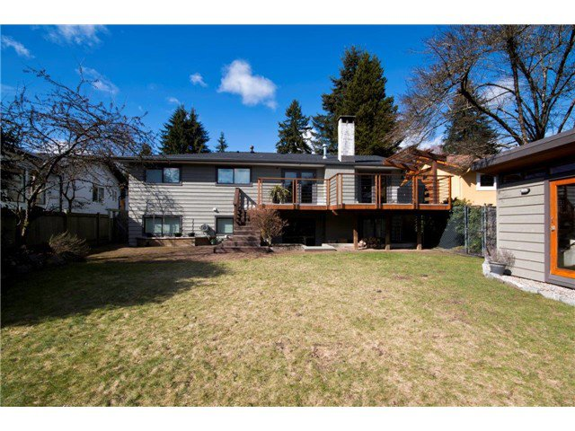 Photo 4: Photos: 1390 Emerson Way in NORTH VANCOUVER: Blueridge NV House for sale (North Vancouver)  : MLS®# v1052096