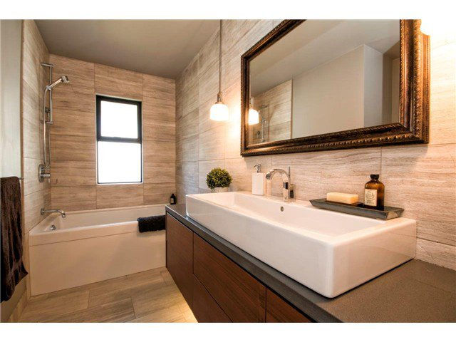 Photo 10: Photos: 1390 Emerson Way in NORTH VANCOUVER: Blueridge NV House for sale (North Vancouver)  : MLS®# v1052096