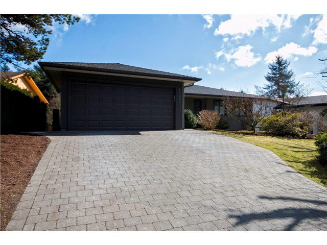 Photo 3: Photos: 1390 Emerson Way in NORTH VANCOUVER: Blueridge NV House for sale (North Vancouver)  : MLS®# v1052096